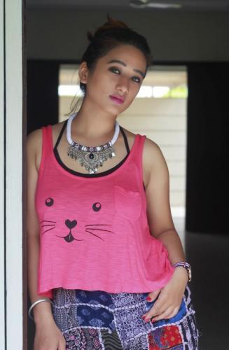 Meghna-Bam-Blogger-Surat--poser